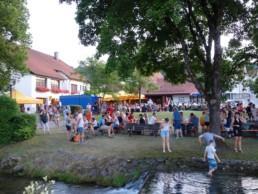 Fest auf dem Dorfplatz