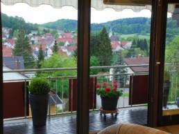Balkon mit Ausblick über Gomadingen