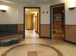 Wellnessbereich Wärmebank mit Fußbad