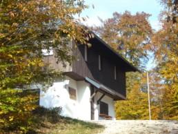 Wanderheim Sternberg im Herbstwald